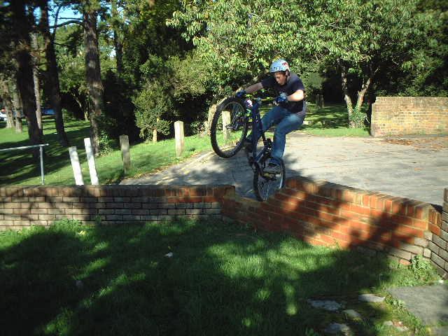 Con Pedal Up 4 bricks